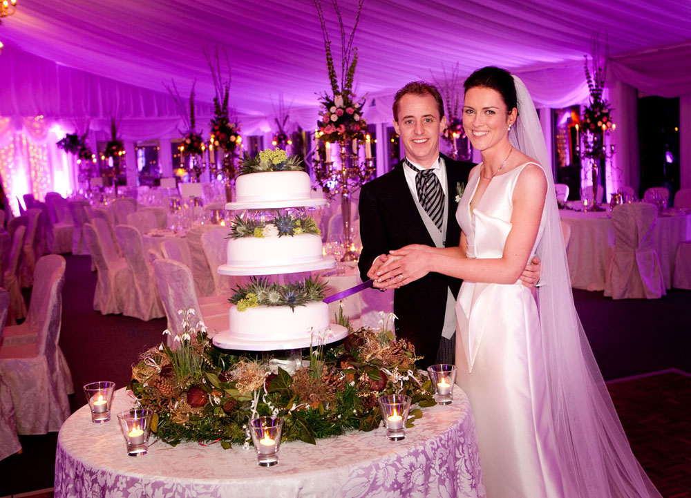 Cormac Byrne Photography's  Wedding Images taken in Doonbeg Lodge in Co.Clare: Cutting the cake